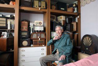 Ted Carter in his prefab at Ector Road, Excalibur Estate | Elisabeth Blanchet