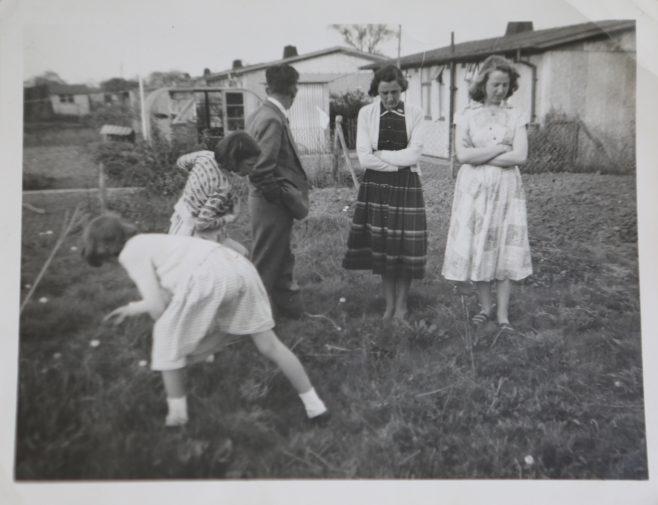 Kapitan family group in prefab garden | Hearn,Jane
