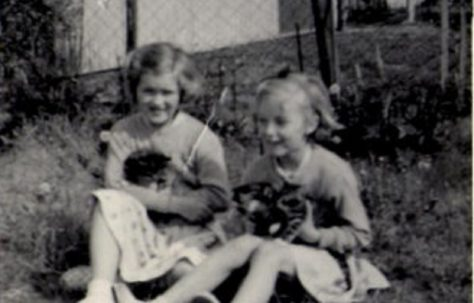 Jeannette Anderson and Brenda Anderson with kittens in the prefab garden. Hollyhedge bungalows, Blackheath, London SE3