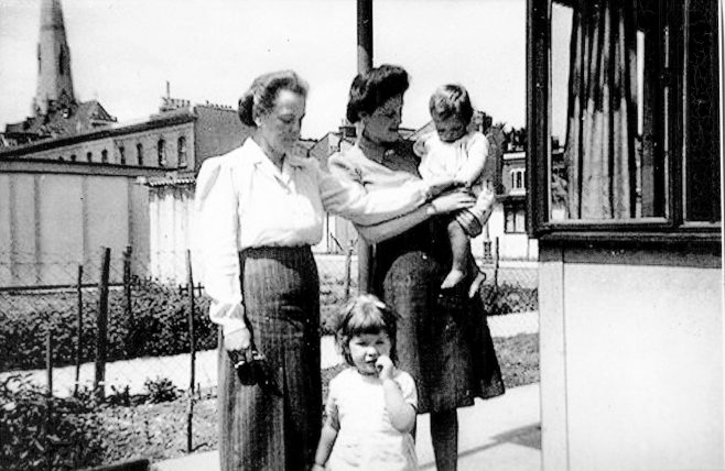 Mrs Rennie with her sister and baby. St Lawrence Road, Brixton