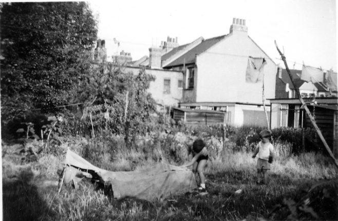 Prefab garden. Oakhill Road, Putney