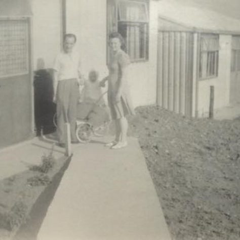 Denise and her mum and dad, Oakwood Hill, Loughton | Denise Haagman