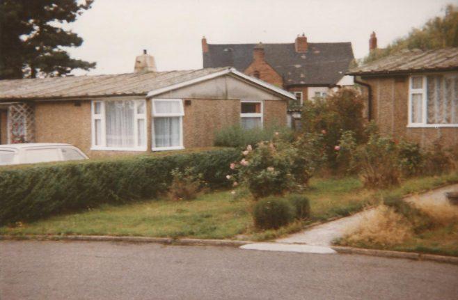 Islington Crescent prefabs, Wood End